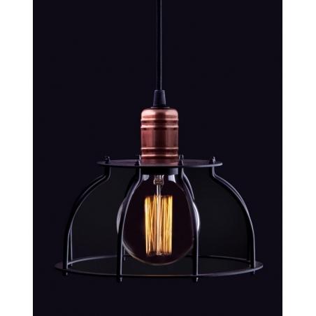 Stylowa Lampa wisząca druciana Laboratory 23 Czarna nad wyspę w kuchni.