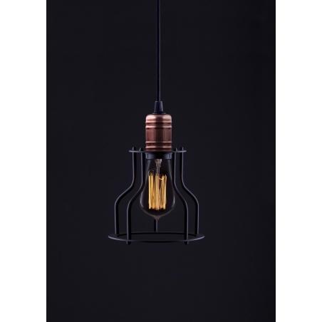 Stylowa Lampa wisząca druciana Laboratory 15 Czarna nad wyspę w kuchni.