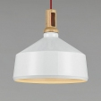 Stylowa lampa wisząca Bolstar 50 w kolorze jasnego drewna.