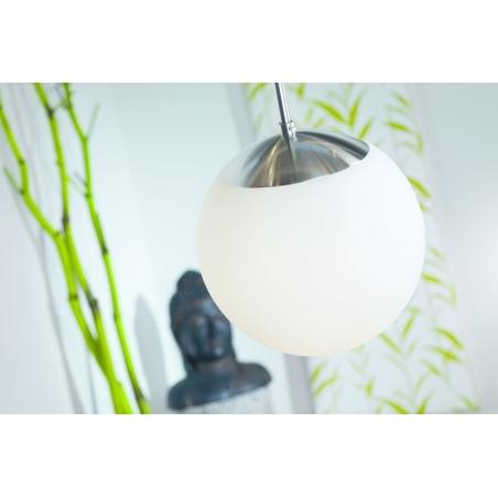 Stylowa Lampa wisząca szklana kula Cafe 25 Biała Nordlux nad wyspę do kuchni.