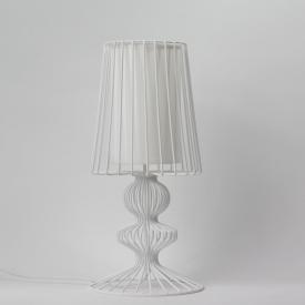 Stylowa Lampa wisząca skandynawska Saucer 45 Step Into Design do salonu. Kolor biały, czarny.