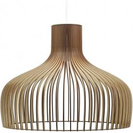 Skandynawska Lampa ze sklejki wisząca Goblet 60 PLYstudio nad stół w jadalni.