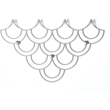 Stylowy Wieszak ścienny metalowy Husk S biały Polyhedra na ubrania do przedpokoju i poczekalni.
