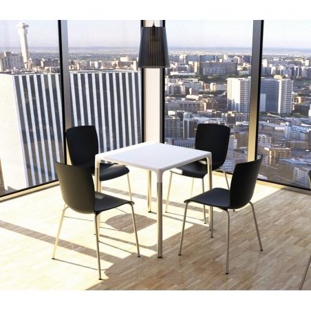 Stylowe Krzesło ogrodowe plastikowe Mio Czarne Siesta na taras i do restuaracji.