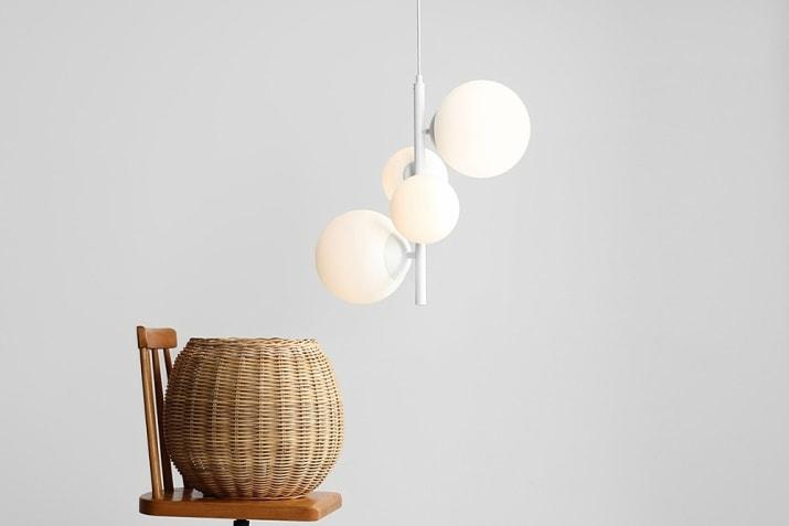 Biała lampa wisząca szklane kule Balia