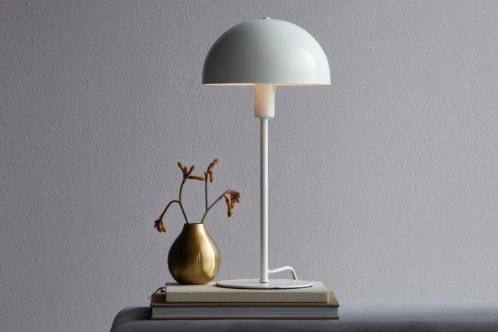 Biała lampa stołowa Ellen w stylu skandynawskim