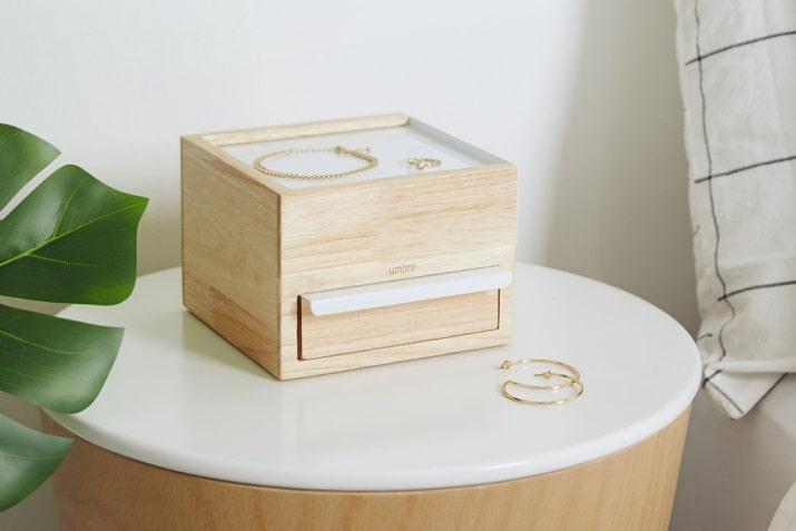 Drewniany organizer na biżuterię Stowit