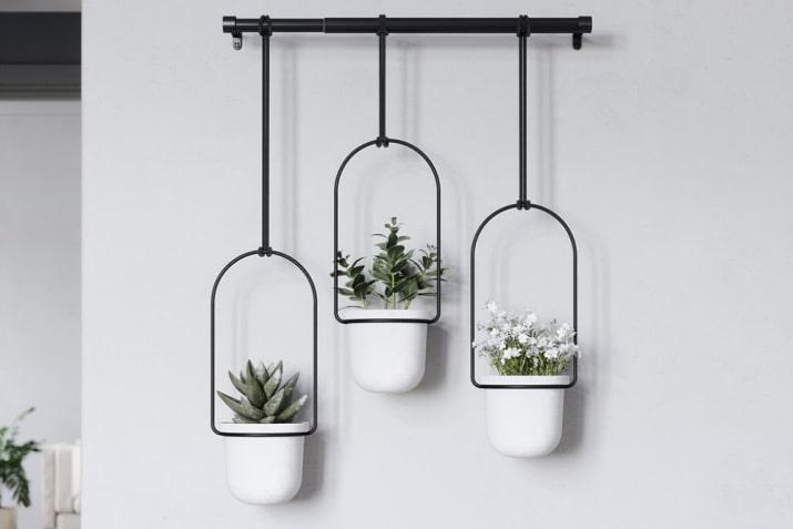 Zestaw doniczek wiszących Triflora do kuchni i sypialni.